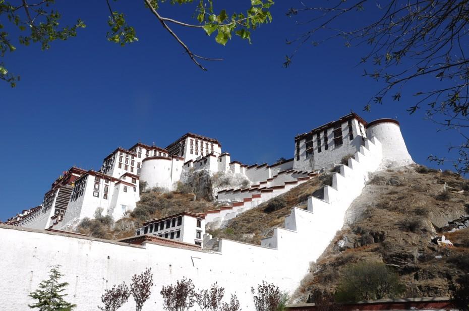 西藏 蓝天下的布达拉宫