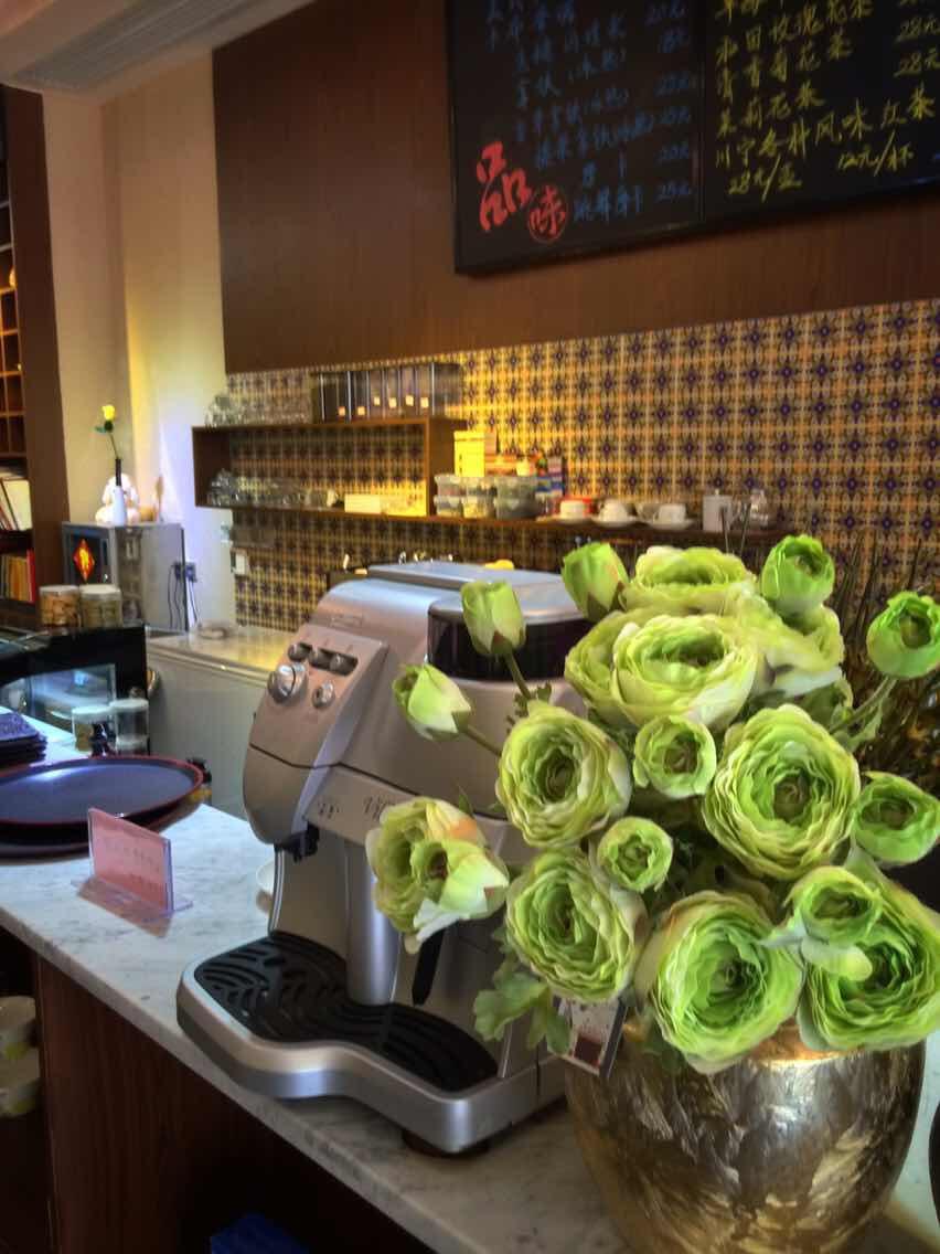 花香迷漫的咖啡店