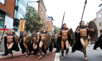 斯巴达半裸男模:我们的视觉霸权与肉体意淫