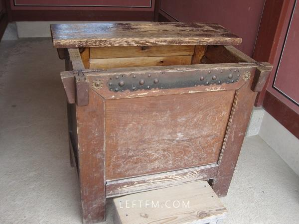备注:水原华城(思悼世子墓所在地)所展示的柜子。