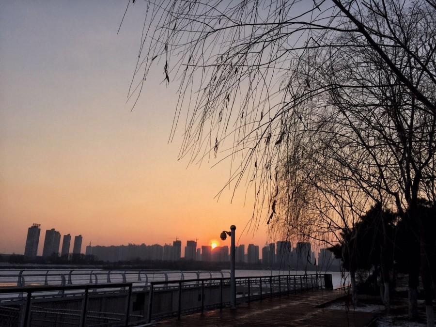 冬日沈阳:余晖洒在浑河上