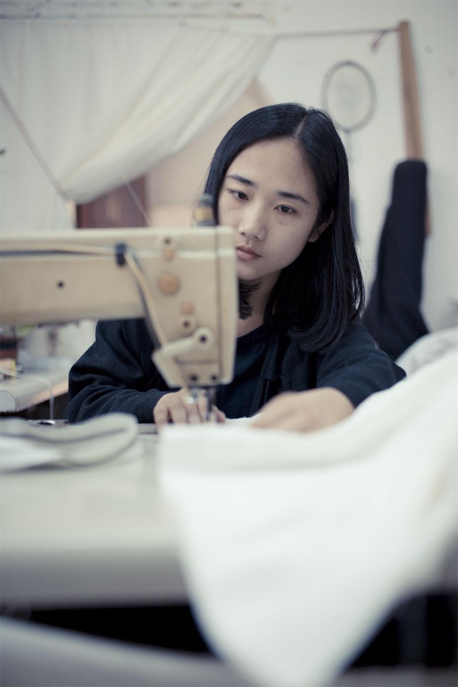 不仅会设计、剪裁,还要会缝纫,这些都是属于基本项目。