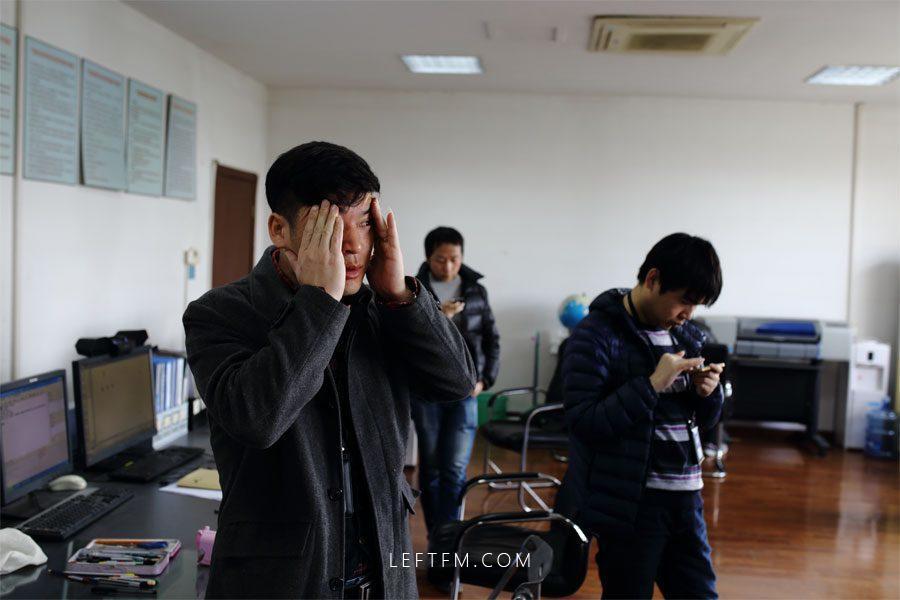 3月16日,刚刚经历一场考试,王亚林感觉有点疲倦。